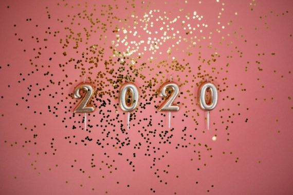 2020 in gold, on pink background with gold glitter